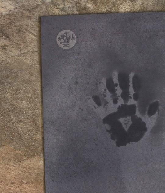 Les tapis en caoutchouc, en liège ou la gamme PROlite sont recommandés pour les mains moites ou les personnes qui transpirent beaucoup